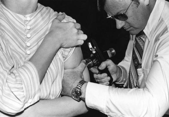 Influenza Vaccination (1976) / Wikimedia *