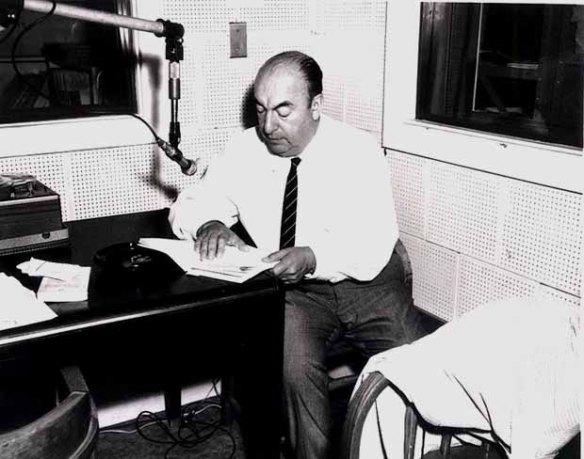 Pablo Neruda durante su sesión de grabación en la Biblioteca de Congreso el 20 de junio de 1966 / wikimedia *