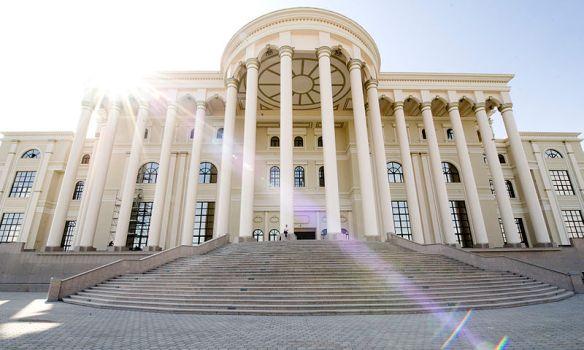 Presidential Palace (Dushanbe, Tajikistan) / Photo by Francescodeeccher / Wiki Commons *