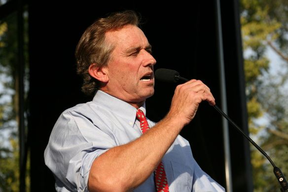 Robert F. Kennedy JR  in Urbana, IL (2007), photo by Daniel Schwen / wikimedia *